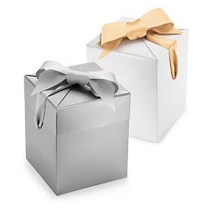 Raffinierte Geschenkbox mit Satinschleife
